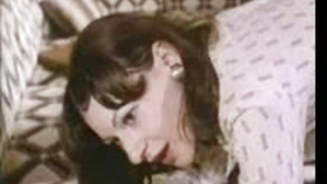 أنجيلا عناق الثقوب مقاطع اجنبية جنسية لها