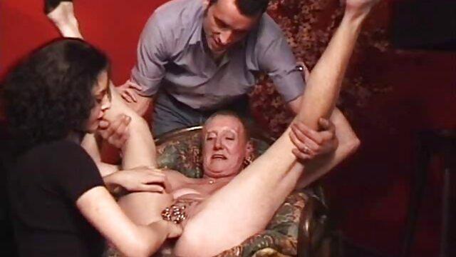 أثناء التدريب ، اضطررت إلى تمديد الكلب من مشاهد جنسية من افلام اجنبية قبل الديك