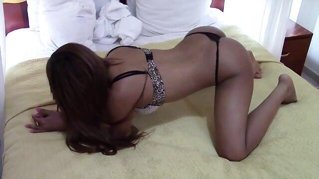 فاتنة يستيقظ مع مشاهد جنسيه من افلام اجنبيه اللسان