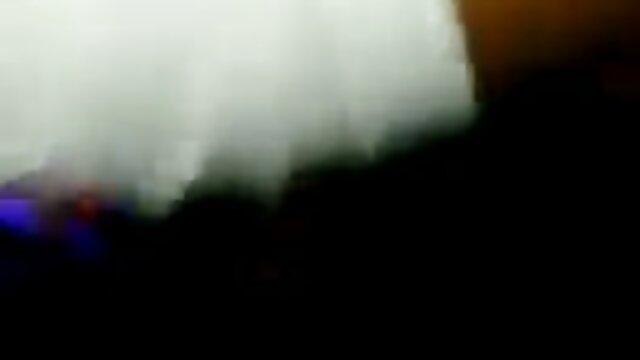 امرأة الرجيج L. مع الزجاج دسار على افلام اجنبية ممارسة الجنس الكاميرا