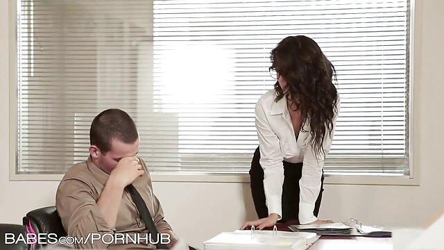 فتاة الرجيج قبالة مع افلام اجنبية جنسية الساقين في حلق L.