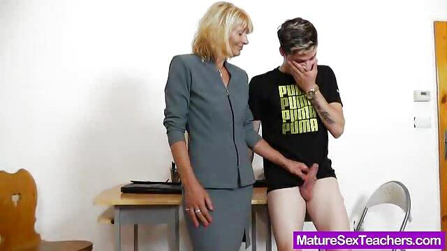 زوجة في افلام جنسية اجنبية للكبار جوارب سخيف زوجها بعد رحلة عمل