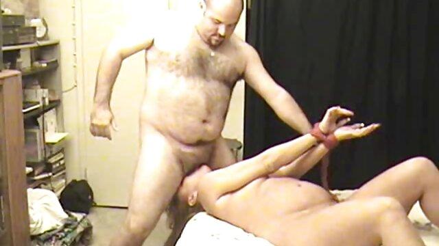 رجل مقاطع اجنبية جنسية يوافق على فتاة على ممارسة الجنس مع الرجل العجوز