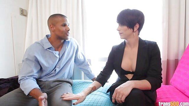 وضع الرجل صديق للنوم وطعنها معا افلام اجنبية مثيرة جنسيا
