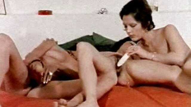 عاطفي افلام جنسية اجنبية للكبار السحاقيات في جوارب يجعل اللحس على السرير
