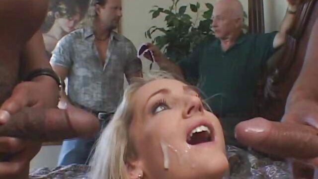 رجل لم يخلع نظارته ، أخذ الطنانة عندما إدراج افلام اجنبية جنسيه ترانزيستور الديك في فتحة الشرج منه