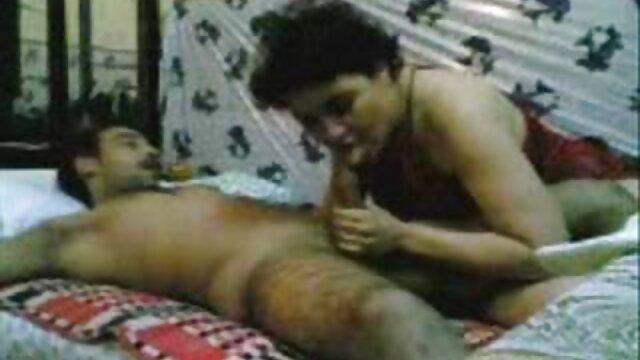 عاهرة في تنورة قصيرة يحصل افلام اجنبية الجنس مارس الجنس في الحمار